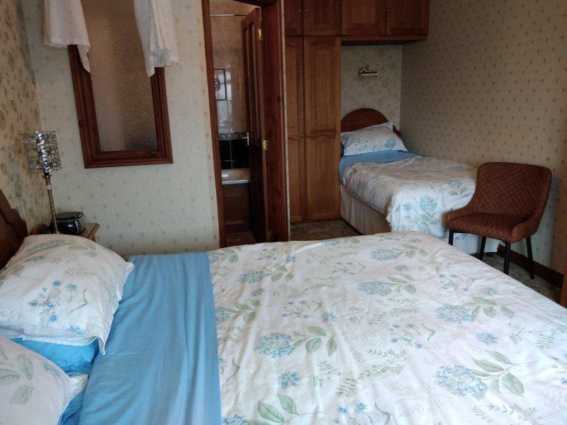 Alltyfyrddin Farm Guest House Dylan Thomas Triple Room